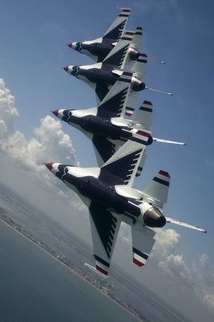 U.S. Air Force Thunderbirds and Breitling Jet Team Set to Headline First Ever Southern California Beach-Front Air Show