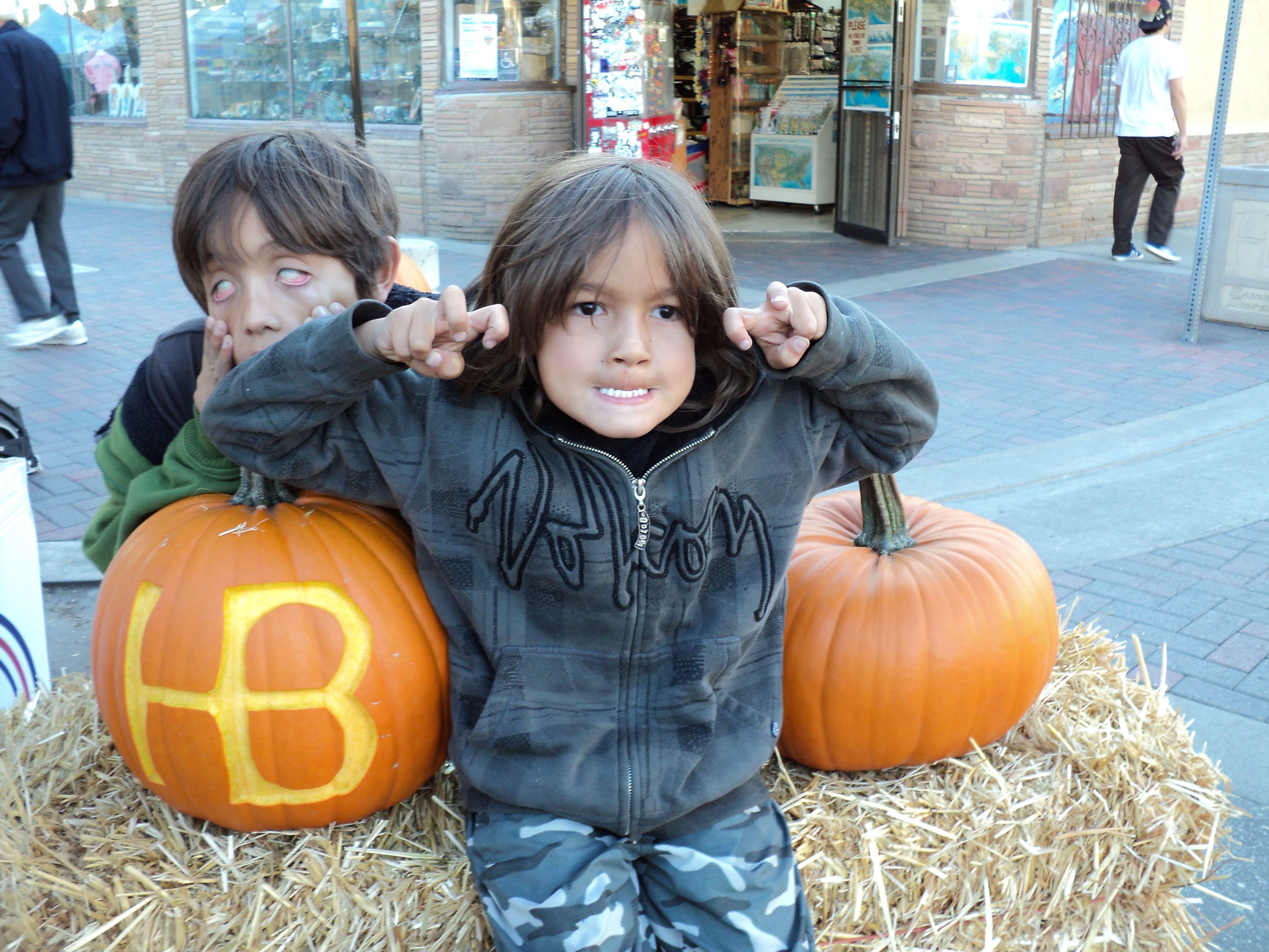 Pumpkin Carving | Surf City Family | Marcie Taylor